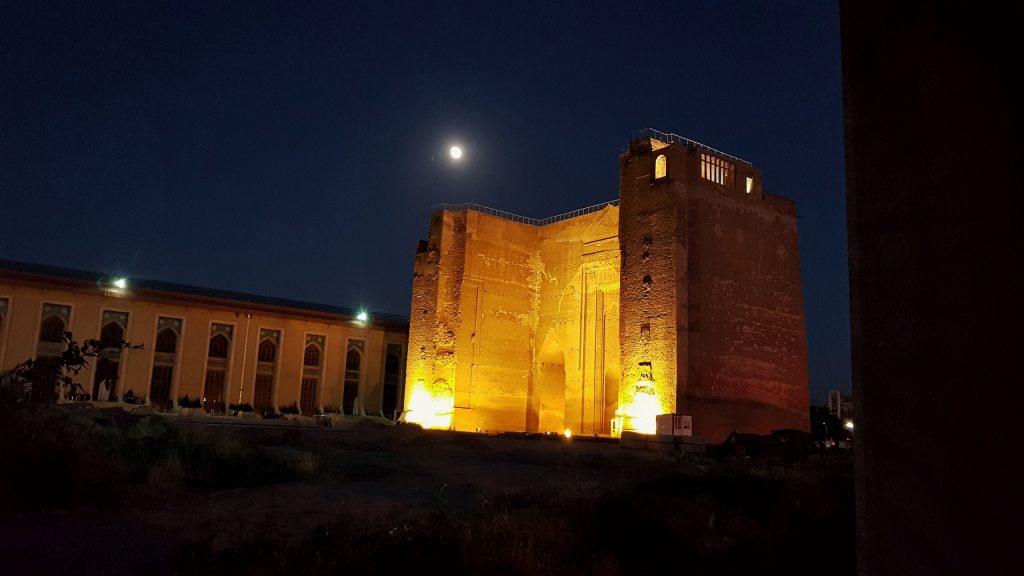 Nachtspaziergang durch Tabriz