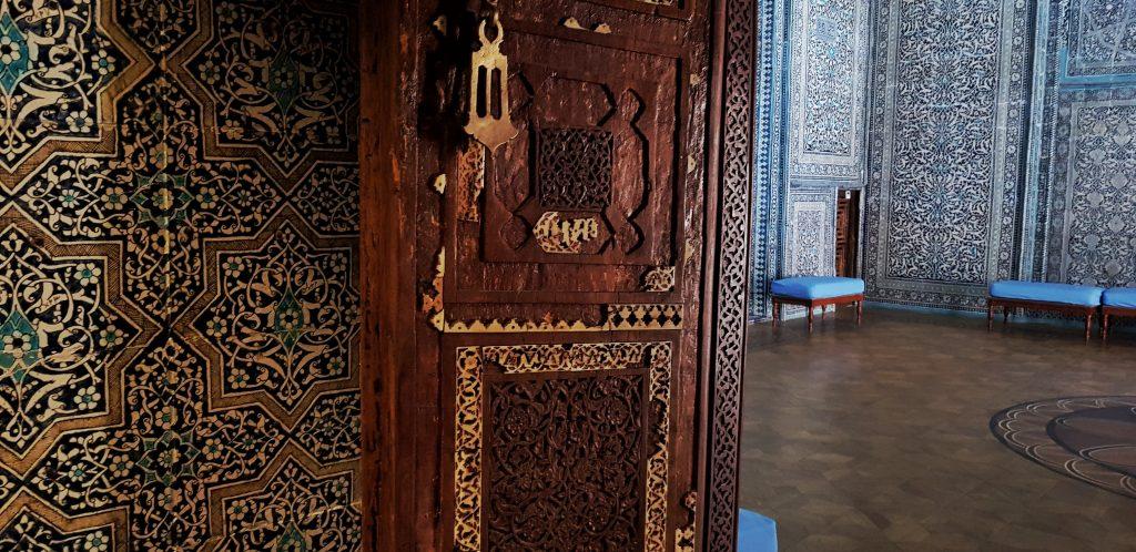 Tür mit Elfenbein