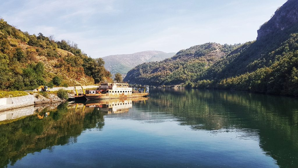 Albanien Koman See